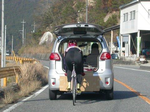 公道で練習なんて、モラルに欠けています。 その自転車、公道で走れる仕様... 競輪選手